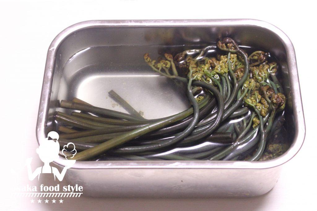 ワラビのアク抜き(ワラビの水煮)のサムネイル