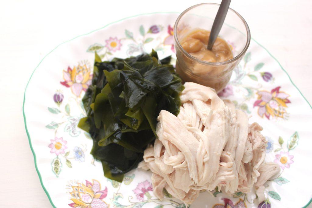 プリプリ鶏とワカメの酢味噌がけのサムネイル